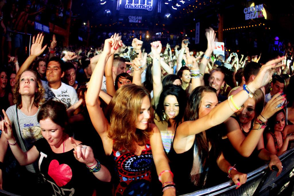 viajes con amigos de fiesta en Ibiza