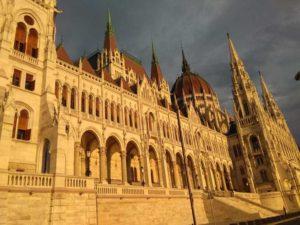 parlamento budapest interrail en avión