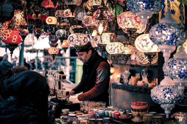 comprador compulsivo personas con las que viajar una vez en la vida