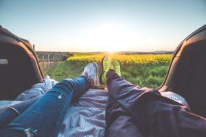 aventurero con quien viajar