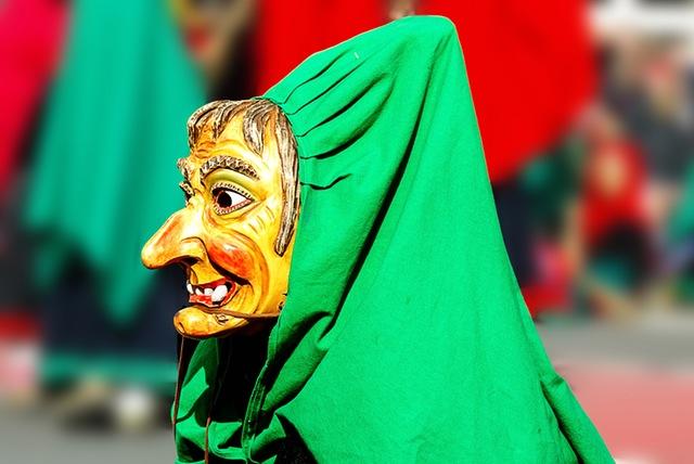 carnavales en Europa bruja disfraz mascara