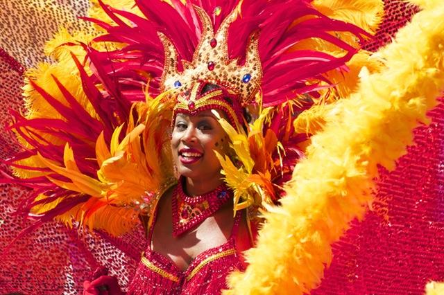 Carnavales en Europa plumas color