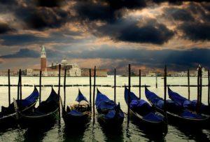 gondolas en venecia airhopping ruta