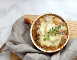 sopa de cebolla comida tipica de francia